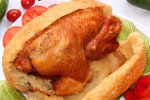 bên ngoài thịt gà chính là lớp xôi được làm từ nếp nương của vùng Tây Bắc