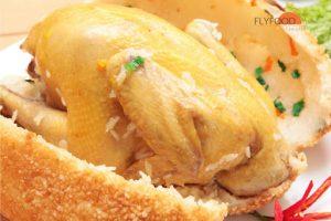 công thức tẩm ướp của quán còn làm tăng thêm độ ngon của thịt gà.